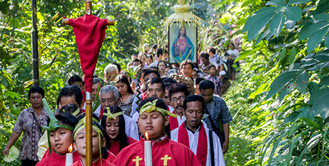 Indonesian Catholics take part in a Palm Sunday procession in Semarang last year(CNS)