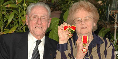 Jack and Joyce Gleeson with their papal medals (Supplied)