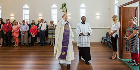 Bishop Howell blesses the chapel (The Catholic Leader/Alan Edgecomb)