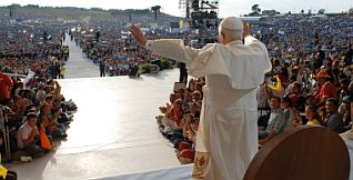 0421-pope-rally