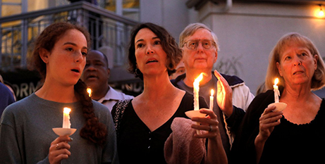 A candlelight vigil is held in San Diego for victims of the synagogue shooting (CNS/John Gastaldo, Reuters)