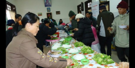 HIV patients enjoy meal