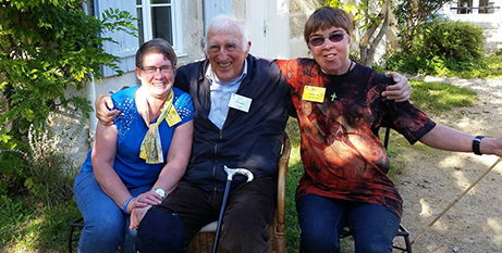 Jean Vanier (centre) with Anne Walsh (right) and associate Claire Lawler in 2014 (Catholic Voice)