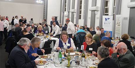 Jews and Catholics share a kosher meal at the annual dinner (Melbourne Catholic)