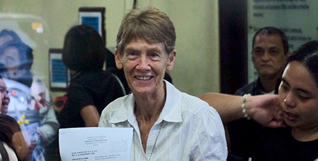 Sr Patricia Fox with her appeal papers on Friday (CBCP News)