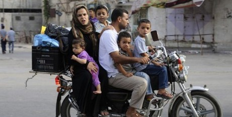 Palestinian family leaving Khan Younis