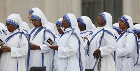 Missionaries of Charity in their distinctive sari (CNS/Paul Haring)
