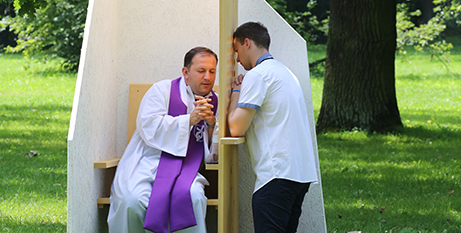 Priests can be excommunicated for breaking the seal of confession (CNS/Bob Roller)