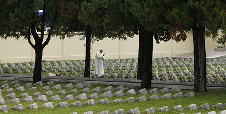 Pope Francis prays at an Austro-Hungarian cemetery for World War I soldiers in Fogliano di Redipuglia, Italy, in 2014 (CNS/Paul Haring)