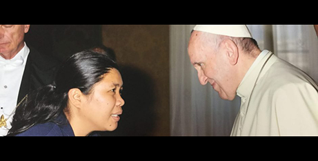 Sr Grace Marcelo SGS meets Pope Francis (The Good Oil)
