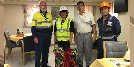 Barry Cleary, Roslyn Rajasingam, chef Mario and a seafarer with a gift bag (ACBC)