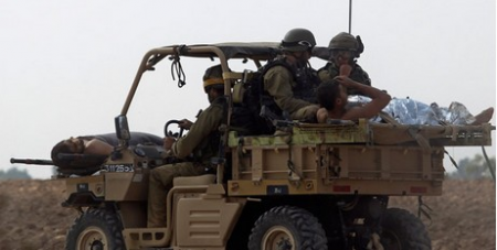 Wounded Israeli soldiers retreat