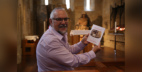 Lawrie Knott with the new prayer book for children (The Catholic Leader/Mark Bowling)
