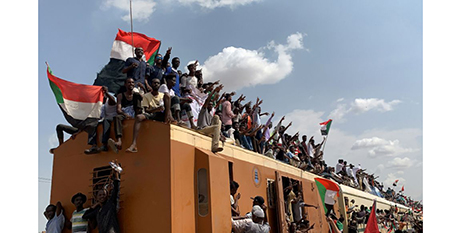 People in Khartoum, Sudan, celebrate the signing of the peace agreement (CNS/Mohamed Nureldin Abdallah, Reuters)