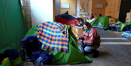 Families taking refuge in tents in the portico of Rome