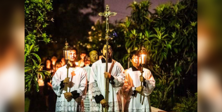 Young people at St Michael's Parish in Belfield, Sydney, take part in a Advent procession last week (The Catholic Weekly/Giovanni Portelli)