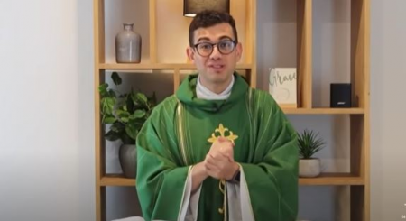 Fr Rob Galea celebrating Mass online during the pandemic (FRG/YouTube)